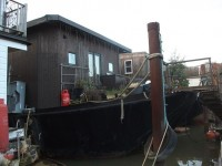 Substantial Houseboat – Crescent Moon